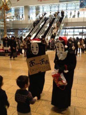 サンタ? クリスマスに名古屋駅の金時計前に怖いサンタクロースが現れる(笑)【面白画像】animanga_0014
