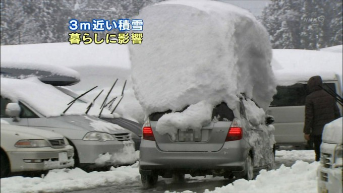 【冬のテレビおもしろ画像】潰れる!3m近い積雪、暮らしに影響ですぎです(笑)