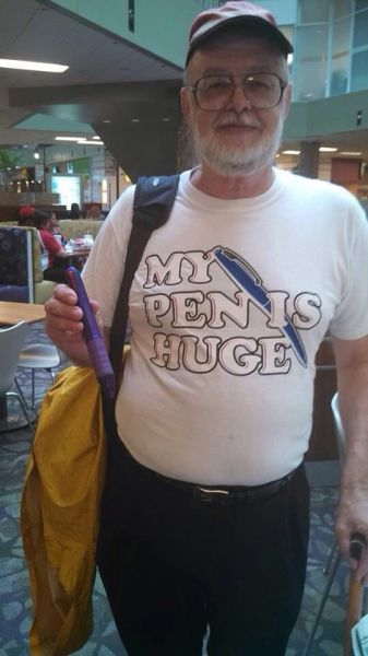 【面白画像】区切り次第! 外国人男性が着ているTシャツのプリント文字(笑)hhh_0000