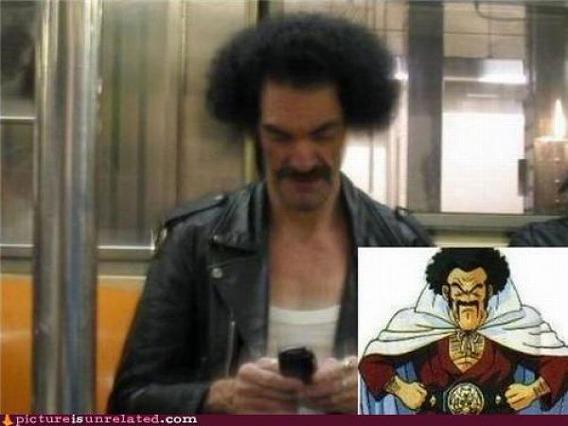 【面白画像】世界チャンピオン! 電車内で携帯をいじる『ドラゴンボール』のリアルなミスターサタン(笑)iti_0001
