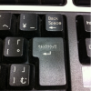 B'z愛用? キーボードに気合の入るシール「ウルトラソウッ!!」(笑)
