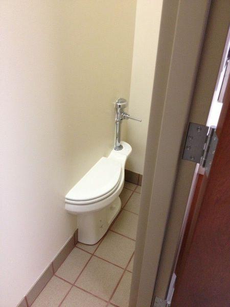 面白画像 漏れそう! 2014年2月開催のソチオリンピック会場にあったトイレ(笑)syame_0001