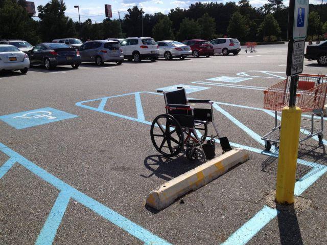 面白画像 駐車場の正しい利用法! 車椅子専用駐車場に止められていた「車」がおかしい(笑)syame_0006