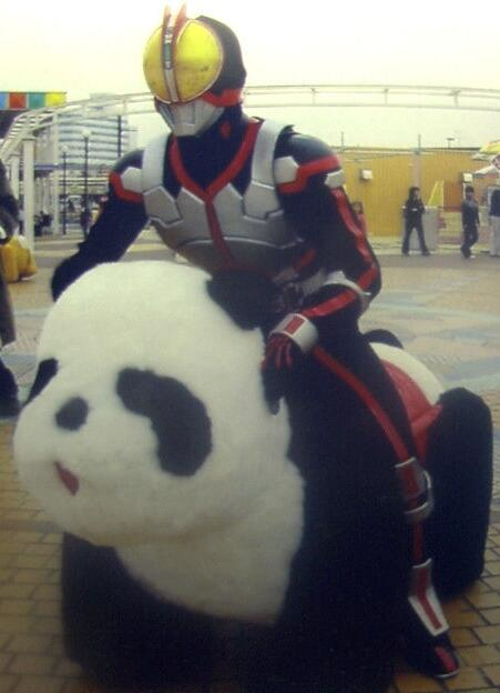 面白画像 『仮面ライダーファイズ』が怪人を追う時の乗り物が可愛すぎます(笑)chara_0002