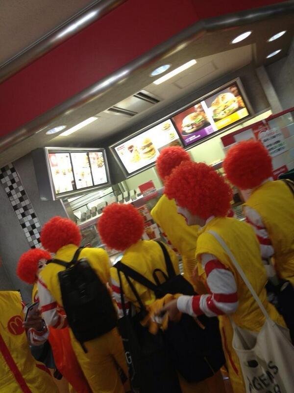 面白画像 マクドナルドに『ドナルド・マクドナルド』のコスプレ集団が大量に来店(笑)chara_0020