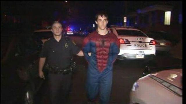 面白画像 ニューヨーク市民のヒーロー『スパイダーマン』、警察に逮捕(笑)foreign_0009