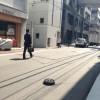 街をキレイに! 千代田区神田の路上をキレイにしようとするロボット掃除機『ルンバ』(笑)