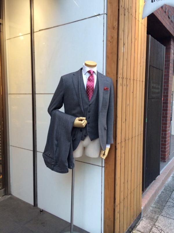 面白画像 スーツをビシッと着こなしているのに、まぬけなマネキン(笑)syame_0037