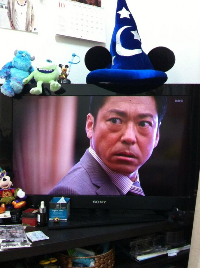 【テレビ半沢直樹おもしろ画像】『半沢直樹』の大和田常務、ミッキーのファンキャップで半沢と張り合う(笑)