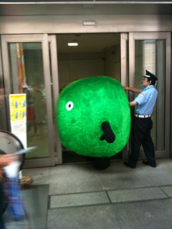 面白画像 ダイエットしましょう! スーモが太り過ぎて日本テレビの玄関に挟まって通れません(笑)chara_0036