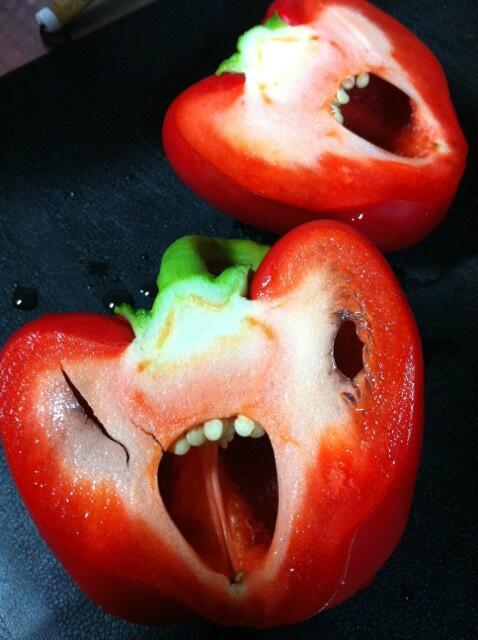 面白画像 パプリカ切ったら悲鳴を上げたお化けみたいなパプリカになる(笑)food_0023