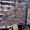 誤発注! スーパーで見かけた大量の日本ハムのシャウエッセンが雪崩を起こしそう(笑)