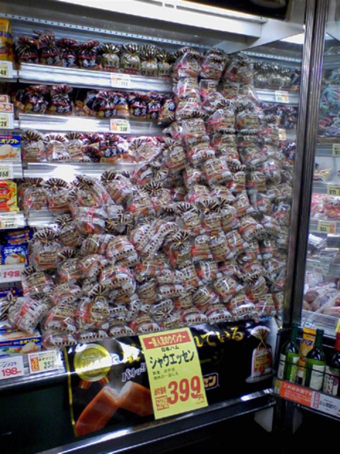 面白画像 誤発注! スーパーで見かけた大量の日本ハムのシャウエッセンが雪崩を起こしそう(笑)food_0035