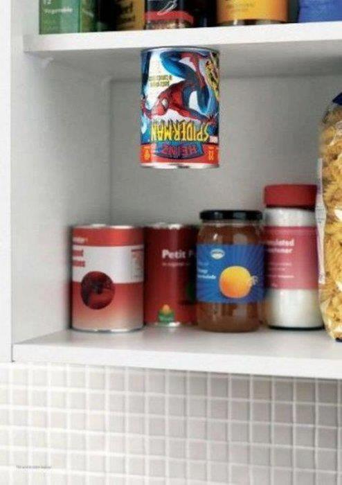 面白画像 スパイダーマンが描かれた缶詰は棚に置いておくとこうなります(笑)foreign_0022