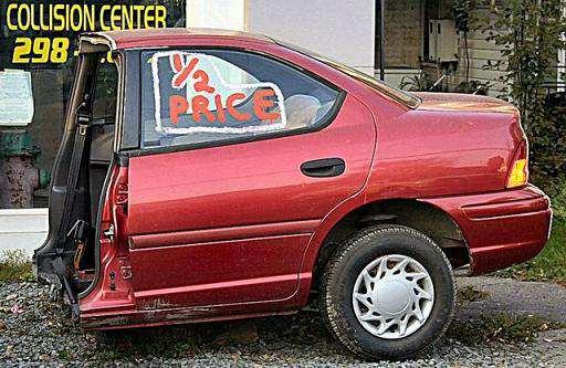 面白画像 納得のお値段! 車の修理センターで販売していた半額の車に乗ってみたくなります(笑)foreign_0025