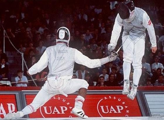 面白画像 フェンシングの試合でフルーレで攻撃したら宙に浮いた(笑)foreign_0029
