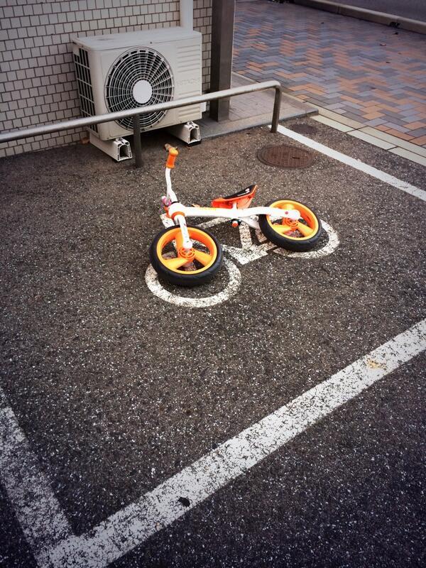 面白画像 駐輪場に止められた子供用自転車の駐輪方法(笑)kids_0029
