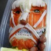 開けてビックリ! カニカマで再現した『進撃の巨人』の巨人弁当がインパクト大(笑)