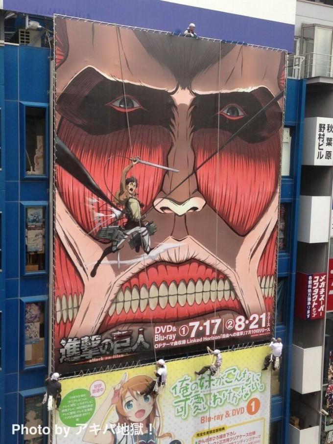 面白画像 AKIHABARAゲーマーズ本店の看板広告を『進撃の巨人』に替える作業風景がリアル進撃の巨人(笑)animanga_0053