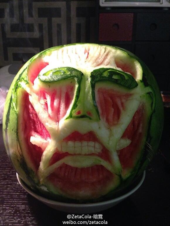 【食べ物おもしろ画像】中国版ツイッター「weibo(ウェイボー)」に投稿された『進撃の巨人』のスイカアート