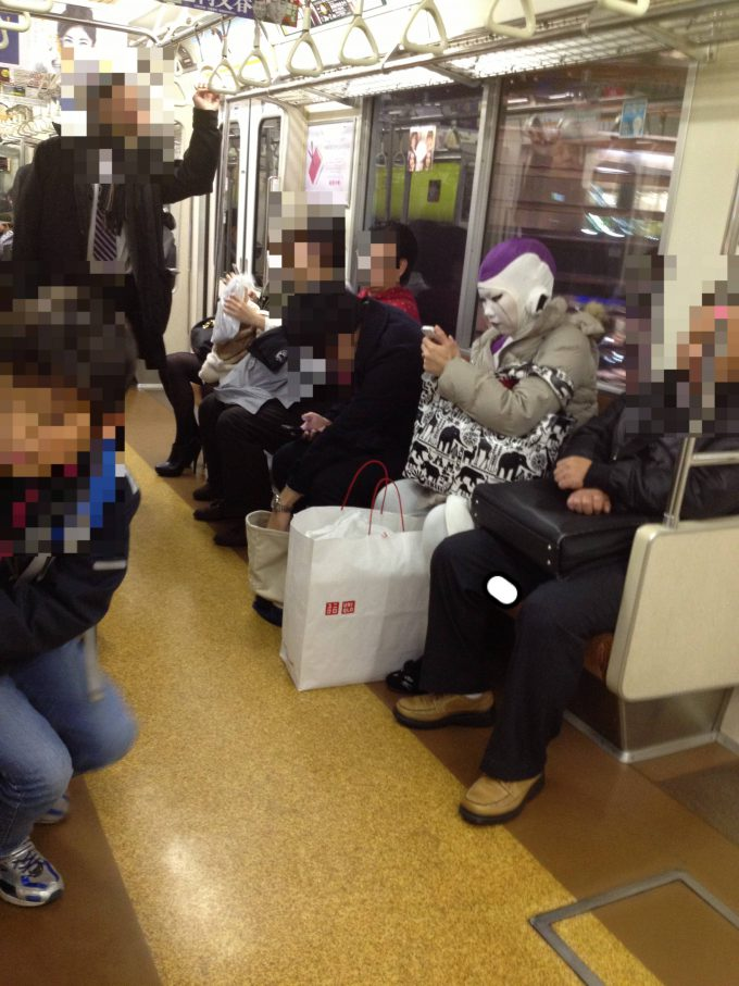 面白画像 東京メトロの銀座線に『ドラゴンボール』のフリーザ様が乗車なされる(笑)otacos_0023
