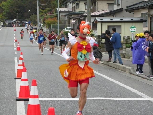 【おもしろコスプレ画像】『第26回宮古サーモン・ハーフマラソン』で『スマイルプリキュア!』のキュアサニーが優勝(笑)otacos_0025