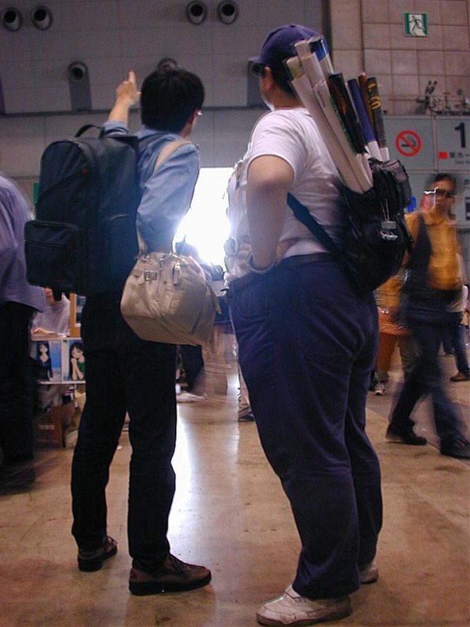 面白画像 コミケ会場で光を指さす2人のオタクがかっこよすぎます(笑)otacos_0033