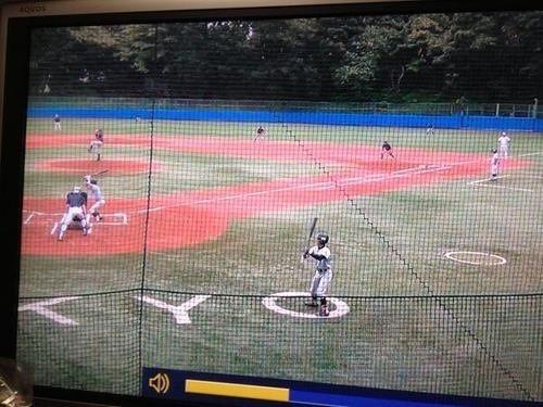 【テレビの野球おもしろ画像】野球の国公立大学戦でバッターがネクストバッターズサークルの場所を間違える(笑)