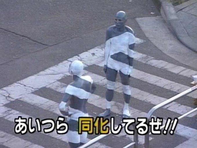 面白画像 同化! 「あいつら 同化してるぜ!!」という横断歩道に立つ2人(笑)tvmovie_0058