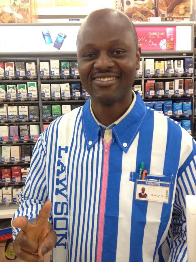 面白画像 コンビニのローソンで働いている外国人男性の名前(笑)syame_0051