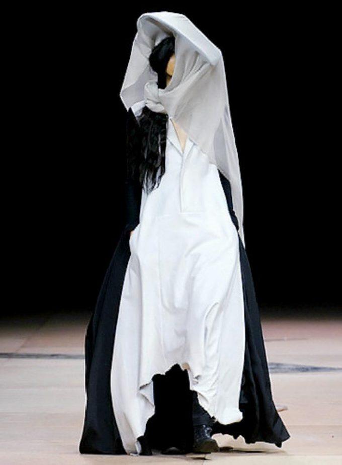 おもしろファッション画像山本耀司の『ワイズ(Y's)』ファッションショーで披露されたファッション(笑)beauty_0043.jpg