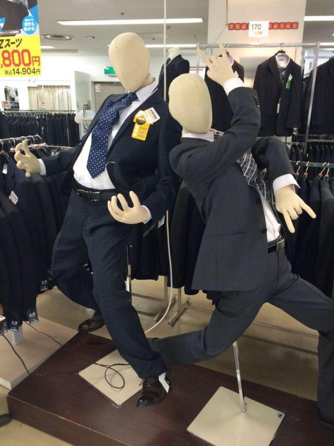 おもしろファッション画像スーツ売り場で見かけたジョジョ立ちのマネキン(笑)beauty_0045