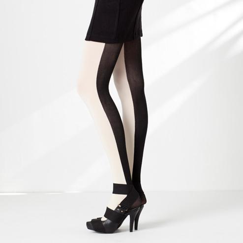 おもしろファッション画像痩せた? 足を細く見せることができる白と黒のツートンカラータイツ(笑)beauty_0057