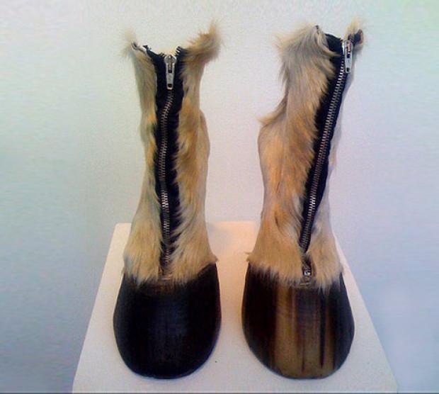 おもしろファッション画像馬のように速く移動できるようになりたい方にオススメな馬の脚ブーツ(笑)beauty_0062