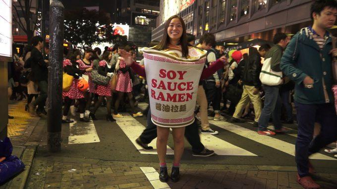 ハロウィン面白画像 温かい! ハロウィン渋谷の街中で見かけた醤油拉麺の仮装が面白い(笑)helloween_0005