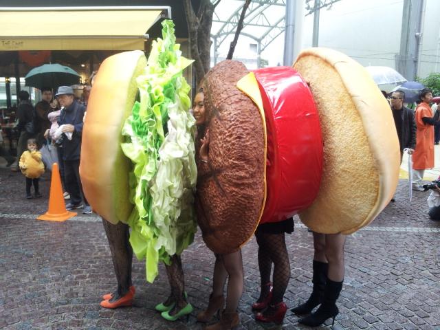 【川崎ハロウィンおもしろ仮装画像】『KAWASAKI Halloween 2012』で優勝したハンバーガーの仮装(笑)helloween_0007