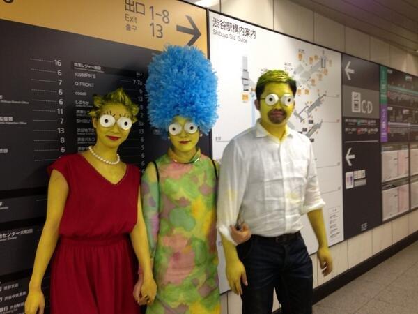 ハロウィン面白画像 ギョロ! ハロウィン渋谷の地下街で『ザ・シンプソンズ』ファミリーを激写(笑)helloween_0021