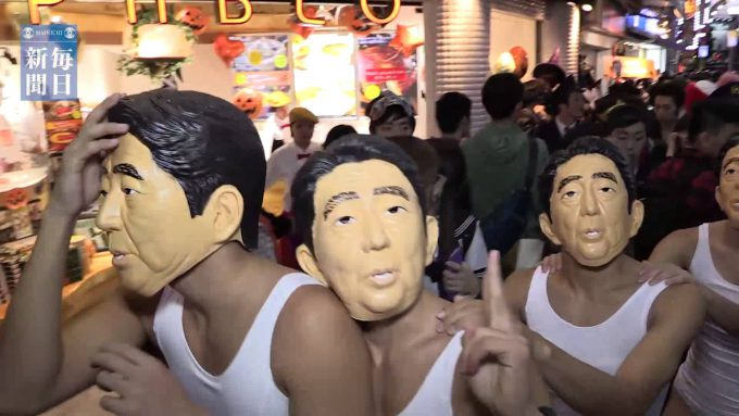 【渋谷ハロウィンおもしろ仮装画像】安倍首相たちがハロウィン渋谷センター街をランニング(笑)helloween_0024