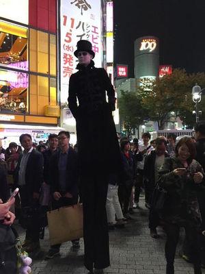 ハロウィン面白画像 でか! 普通の人の身長の2倍はあるであろうハロウィン仮装が2014渋谷に登場(笑)helloween_0025
