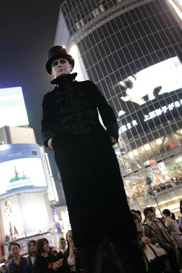 【渋谷ハロウィンおもしろ仮装画像】普通の人の身長の2倍はあるであろうハロウィン仮装が2014渋谷に登場(笑)helloween_0025_02