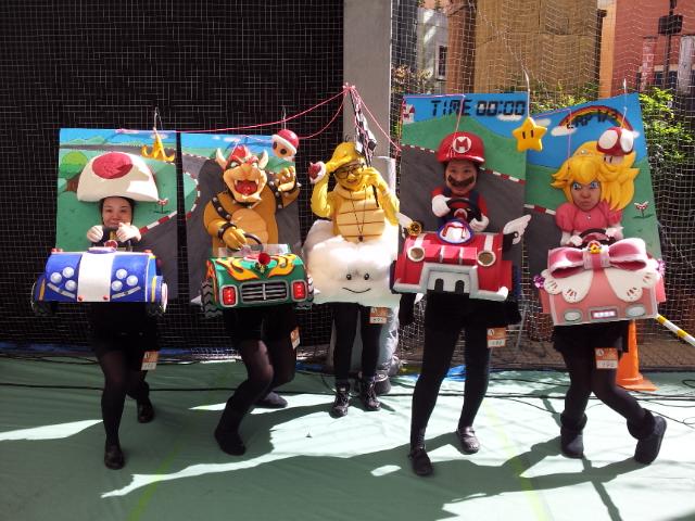 【川崎ハロウィンおもしろ仮装画像】『マリオカート』から飛び出してきたマリオとピーチの川崎ハロウィン2013仮装(笑)helloween_0031_02