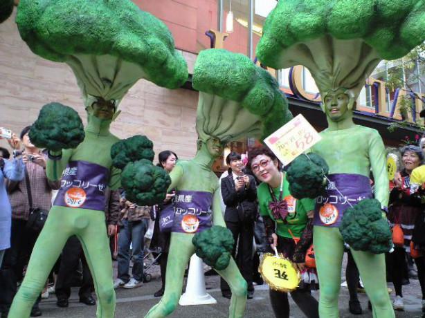 【川崎ハロウィンおもしろ仮装画像】マヨネーズをかけて食べたくなるような川崎ハロウィン2010のブロッコリー4人組(笑)helloween_0034