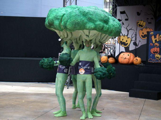 【川崎ハロウィンおもしろ仮装画像】マヨネーズをかけて食べたくなるような川崎ハロウィン2010のブロッコリー4人組(笑)helloween_0034_01