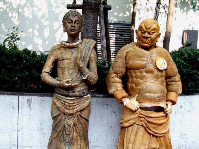 【川崎ハロウィンおもしろ仮装画像】まるで本物の置物のような仏像と仁王像の仮装を川崎ハロウィン2009で発見(笑)helloween_0039