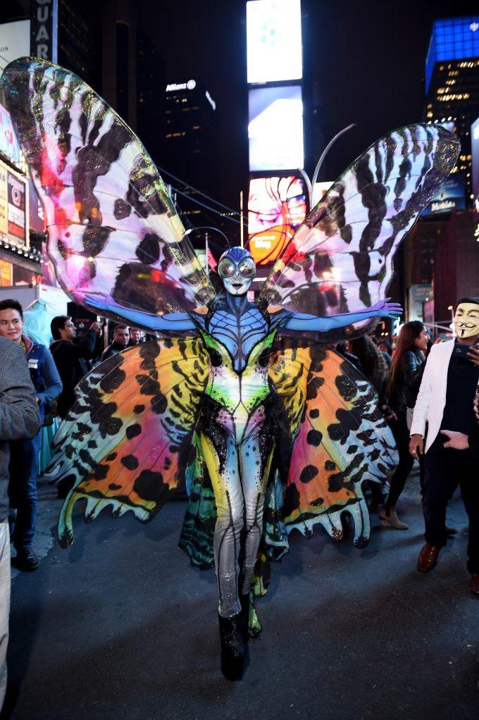 ハロウィン面白画像 煌びやか! ハロウィン女王ハイディ・クルム(Heidi Klum)の2014年バタフライ仮装(笑)helloween_0044