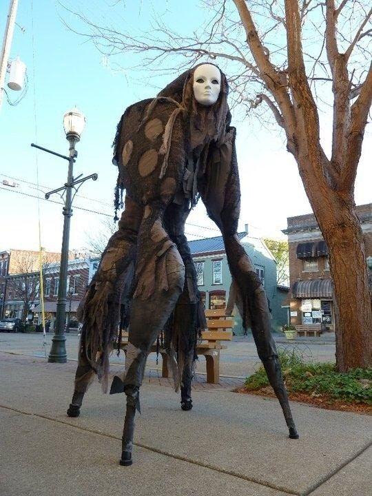 【海外ハロウィンおもしろ仮装画像】海外アーティストが2010ハロウィンに作った4本足の不気味なモンスターが怖すぎます(笑)helloween_0048