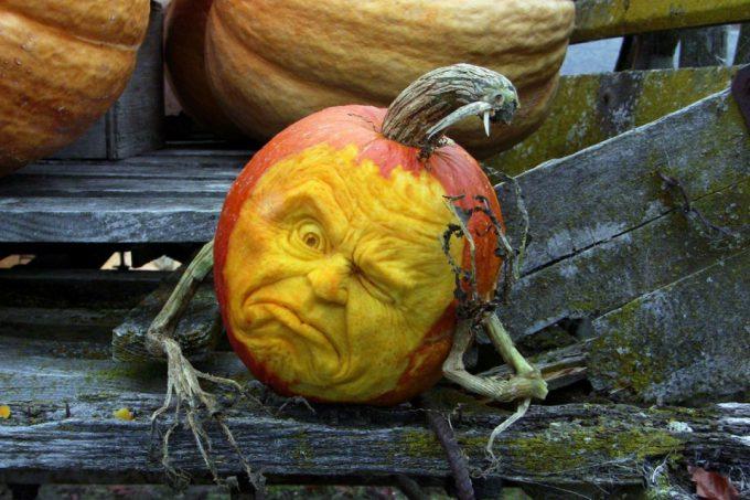 【海外ハロウィンおもしろ画像】外国人がハロウィンに作ったカボチャの彫刻がSFみたい(笑)
