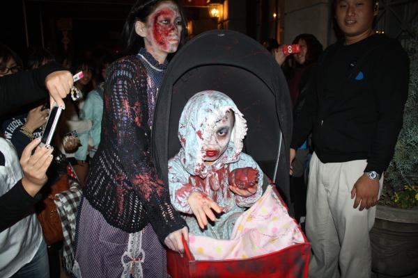 面白画像 USJ『ハロウィーン・ホラー・ナイト』のゾンビがガチすぎて怖すぎます(笑)helloween_0053