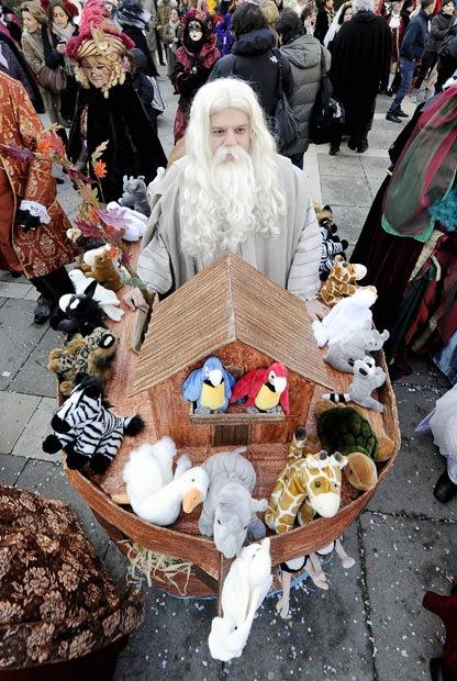 面白画像 海外のハロウィンイベントで見かけたノアの箱舟仮装(笑)helloween_0054