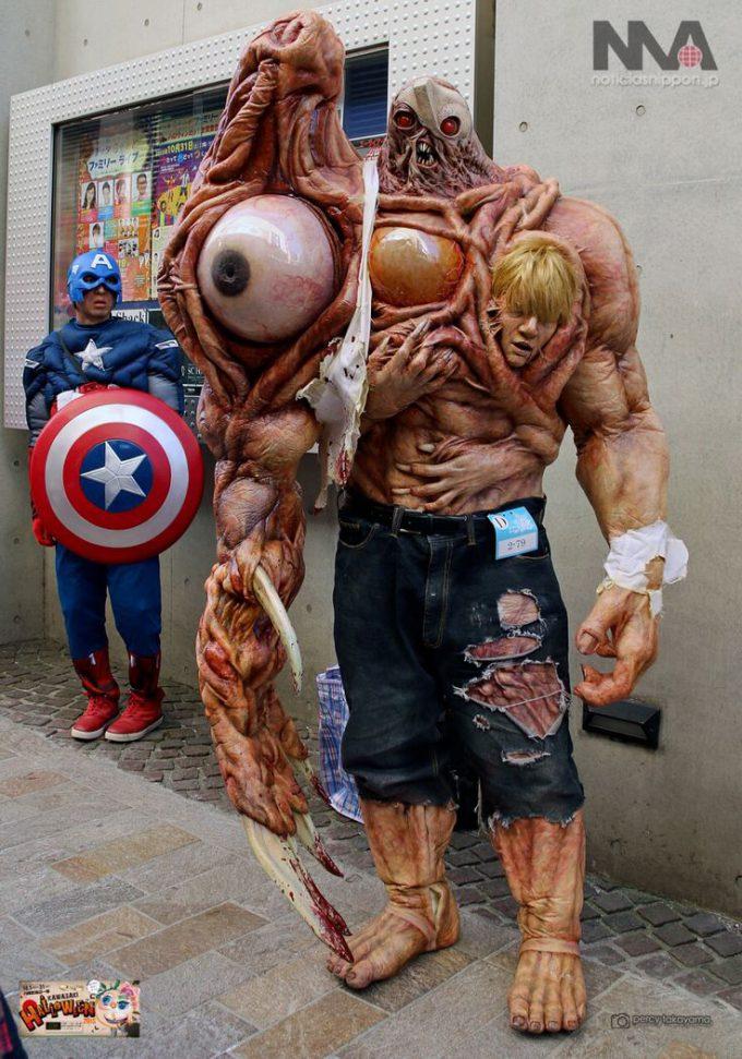 面白画像 カワサキハロウィン2015に『バイオハザード2』のウィリアムバーキン(G第二形態)の仮装が登場(笑)helloween_0058